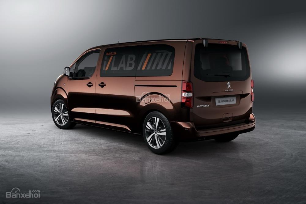 Peugeot Traveller i-Lab có 4 ghế đơn ở phía sau mà được bố trí đối diện nhau 1