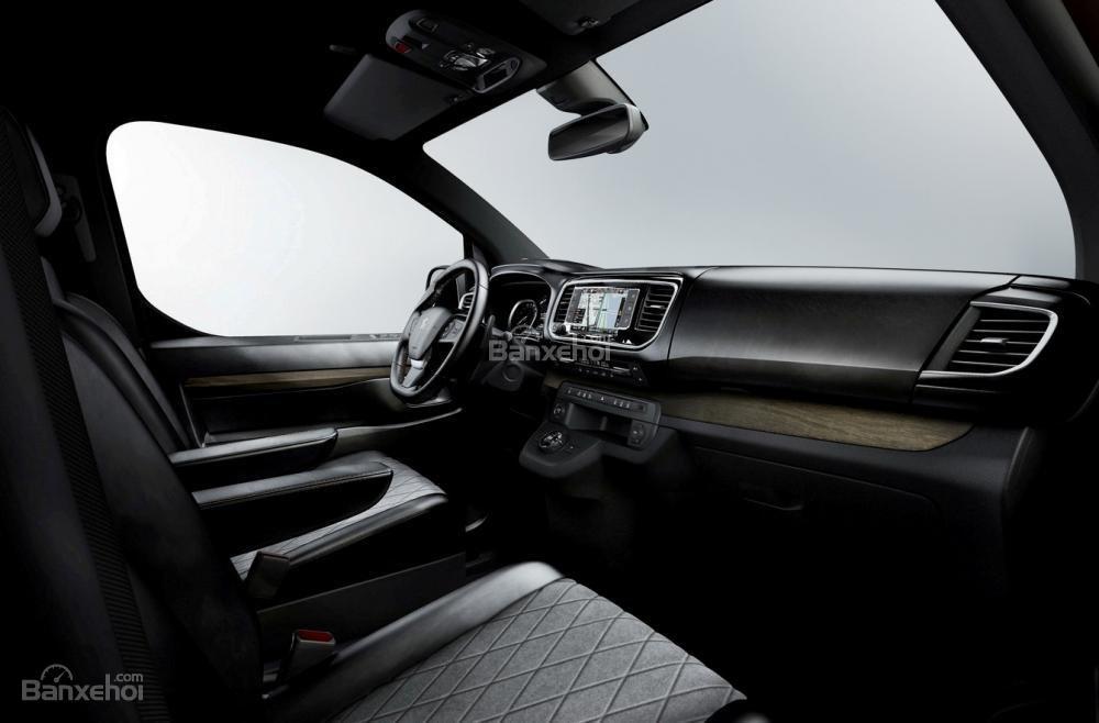 Peugeot Traveller i-Lab có 4 ghế đơn ở phía sau mà được bố trí đối diện nhau 2