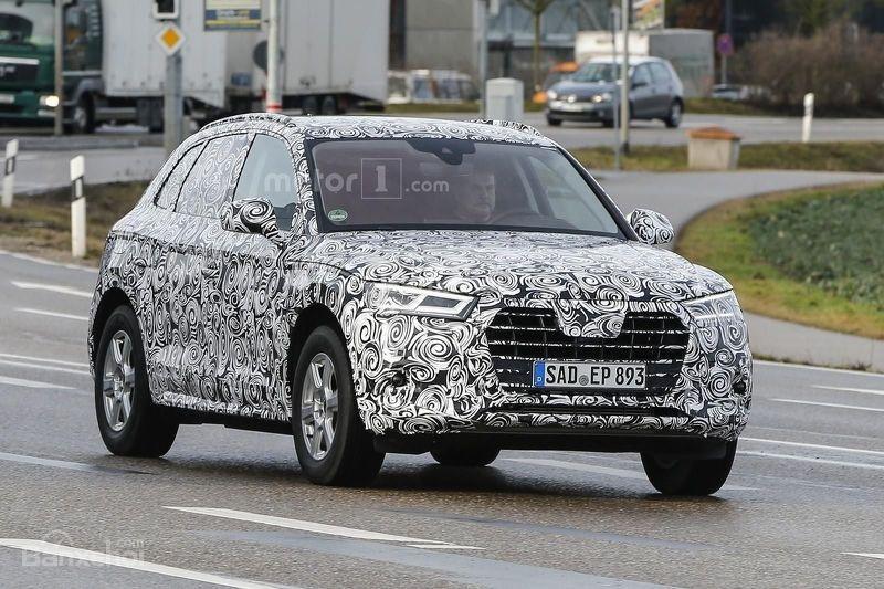 Audi Q5 2017 sở hữu lưới tản nhiệt và đèn pha mới.