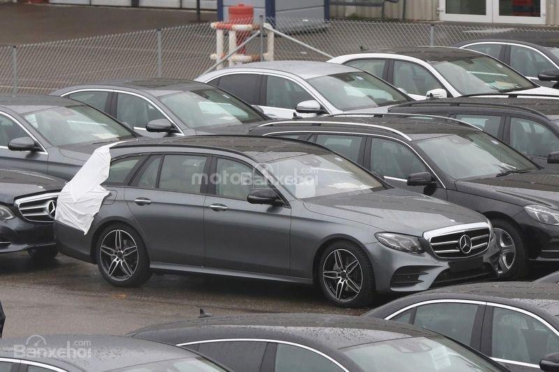 Chiêm ngưỡng Mercedes E-Class Estate gần như trần trụi.