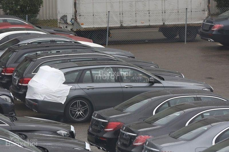 Chiêm ngưỡng Mercedes E-Class Estate gần như trần trụi 1