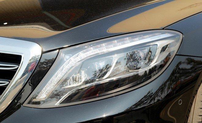Mercedes S65 AMG sử dụng hệ thống đèn pha full LED.