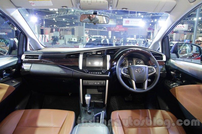 Tìm hiểu 5 điều khác biệt về Toyota Innova Crysta 4