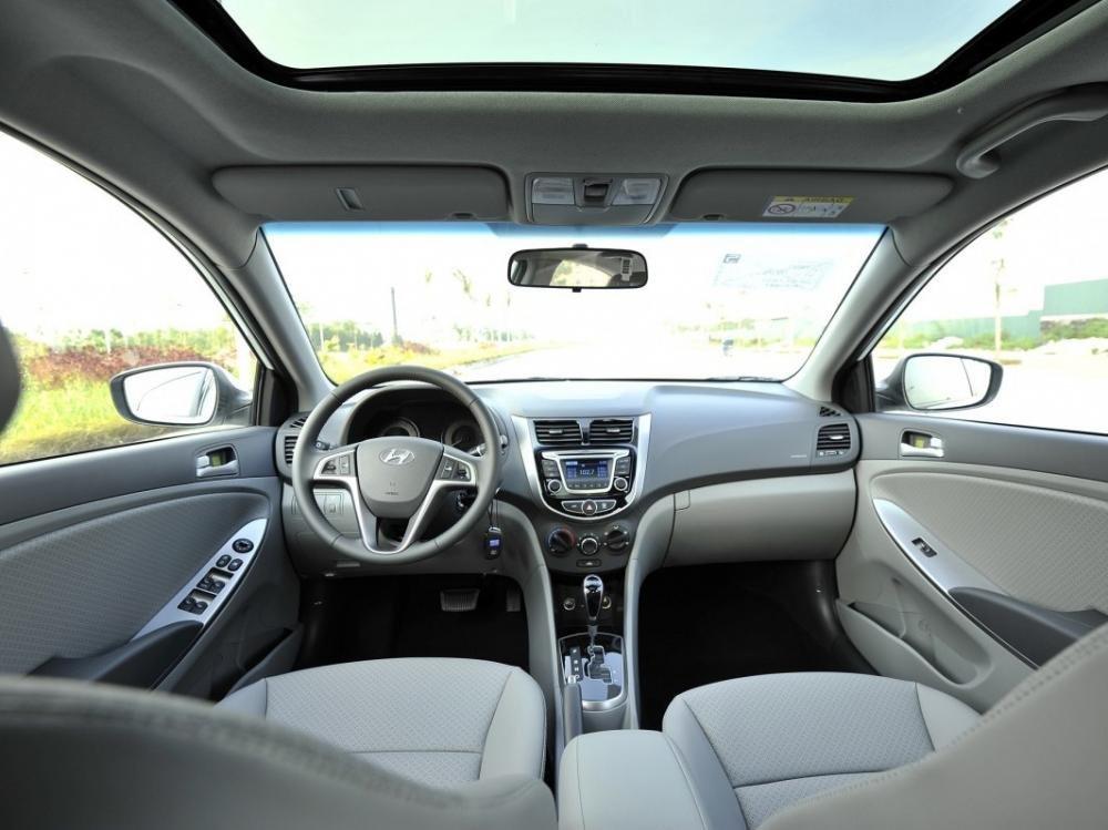 Không gian nội thất của Hyundai Accent 2015.