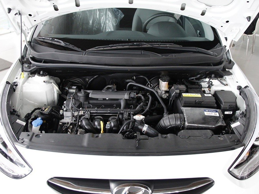 Động cơ của Hyundai Accent Blue 2015.