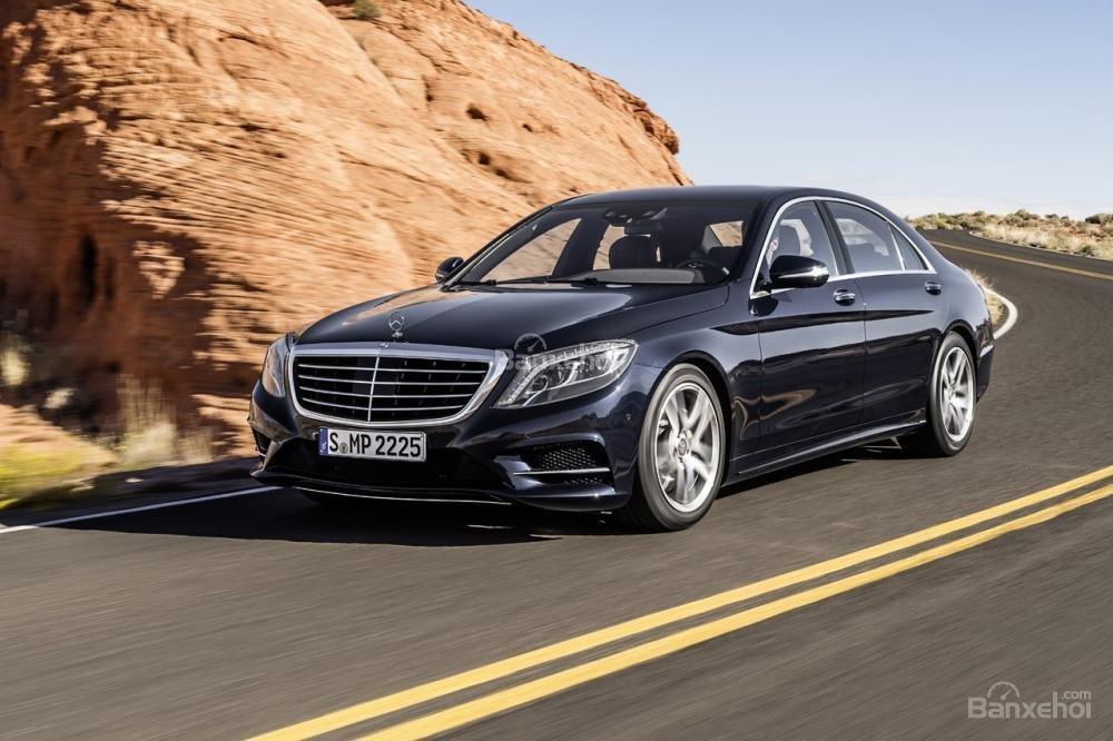 Một trong những lý do khiến BMW 8-Series hồi sinh là do thành công của Mercedes-Benz S-Class