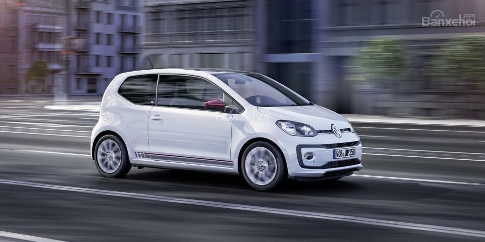 Volkswagen Up TSI được trang bị động cơ tăng áp 1 lít 3 xy-lanh với 89 mã lực