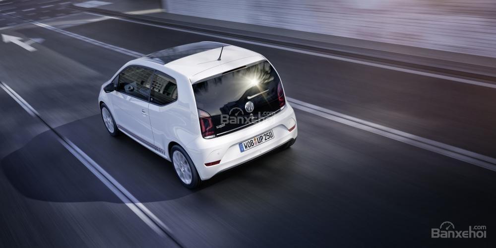 Volkswagen Up TSI được trang bị động cơ tăng áp 1 lít 3 xy-lanh với 89 mã lực 3
