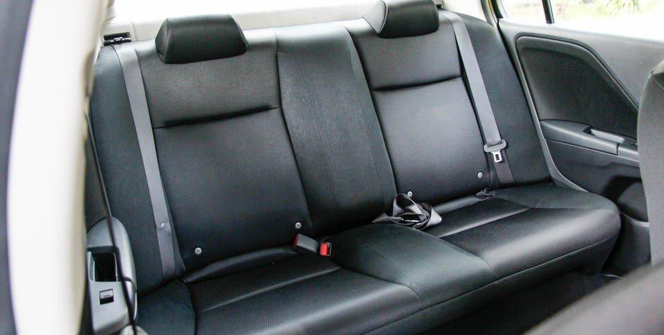 Hàng ghế phía sau của Honda City 2016.