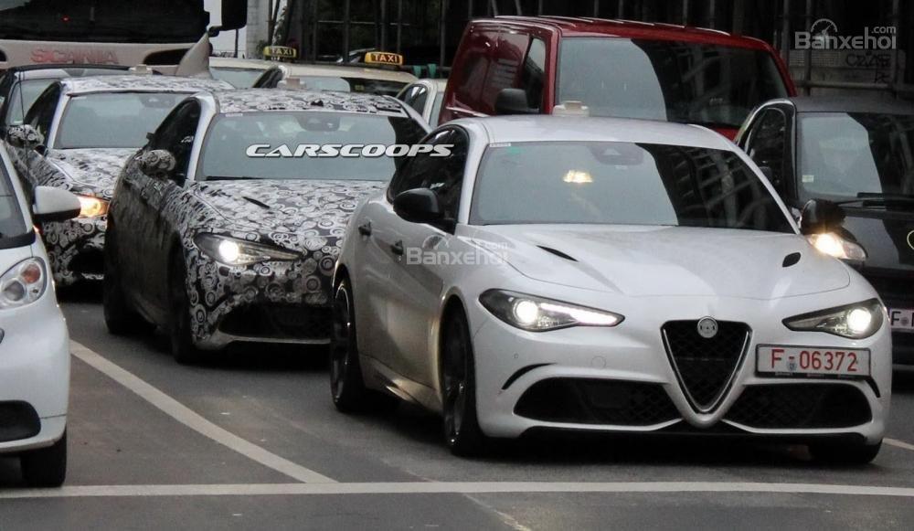 Alfa Romeo Giulia lộ ảnh chạy thử trên phố.
