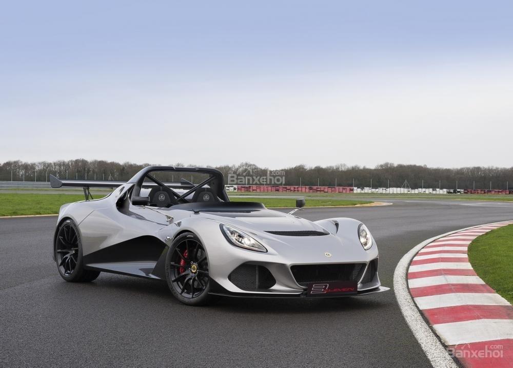 Lotus trình làng hai mẫu xe mới tại triển lãm Geneva 2016.