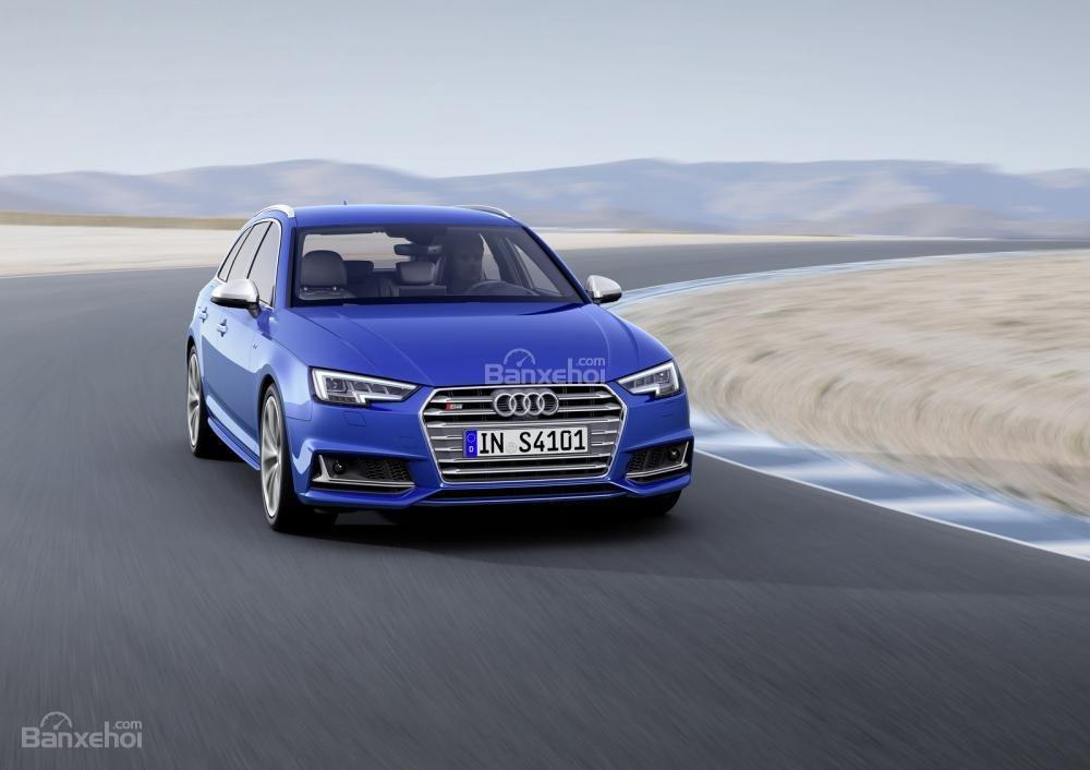 Audi S4 Avant có giá từ 61.150 euro (khoảng 67.400 USD).