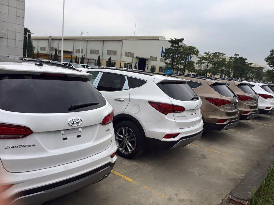 Hyundai Santa Fe 2016 chủ yếu được nâng cấp về kiểu dáng và trang thiết bị an toàn.