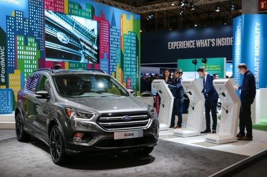 Ford Kuga 2017 ra mắt tại Triển lãm công nghệ Mobile World Congress, Barcelona.