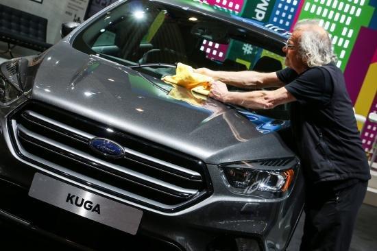 hình ảnh chi tiết của Ford Kuga 2017 mới ra mắt tại Triển lãm công nghệ Mobile World Congress, Barcelona.