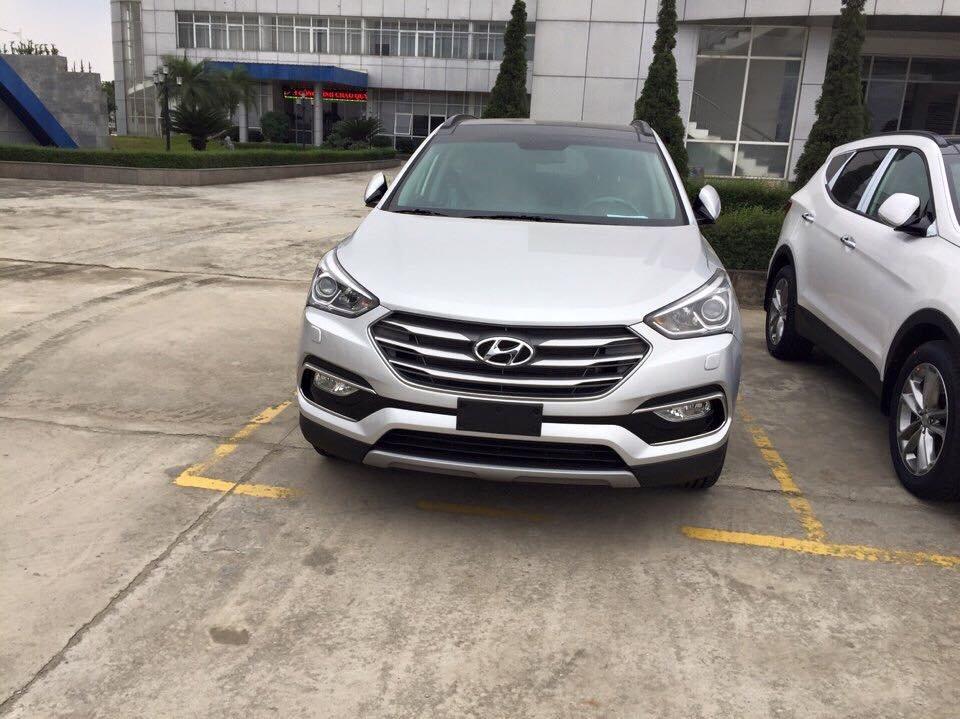 Hyundai Santa Fe 2016 chủ yếu được nâng cấp về kiểu dáng và trang thiết bị an toàn..