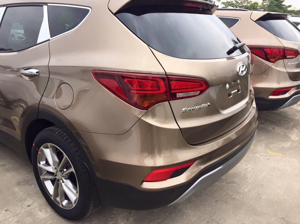 Hyundai Santa Fe 2016 chủ yếu được nâng cấp về kiểu dáng và trang thiết bị an toàn...