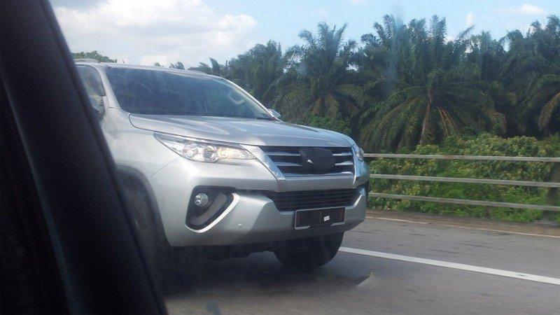 Toyota Fortuner 2016 lộ diện tại Malaysia, sẽ ra mắt thị trường Việt Nam?.