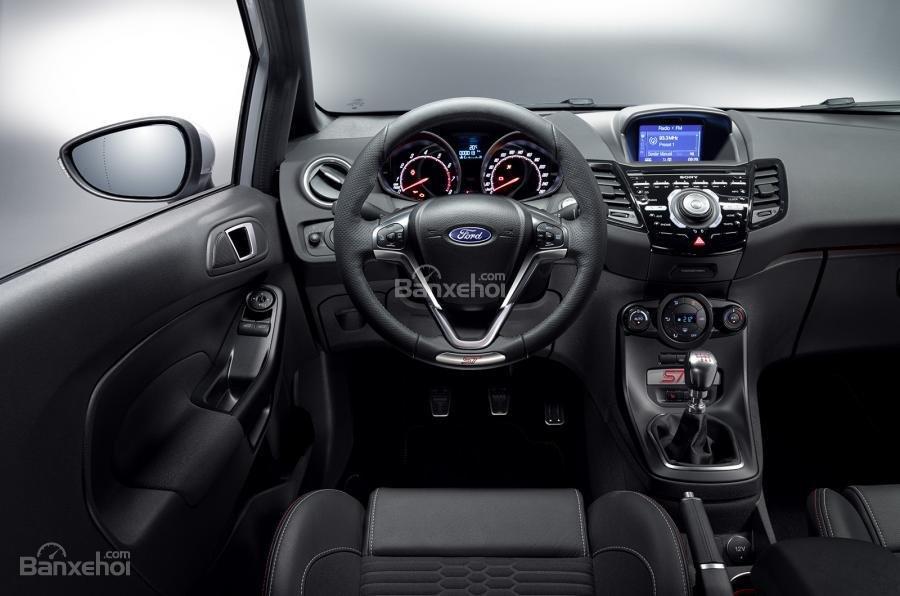 Ford Fiesta ST200 lộ diện trước thềm triển lãm Geneva 2016 5