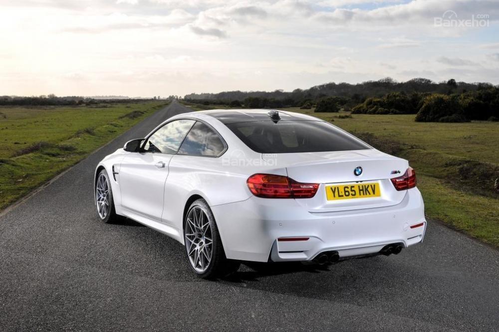Đánh giá xe BMW M4 Competition Package 2016 phần đuôi 3.