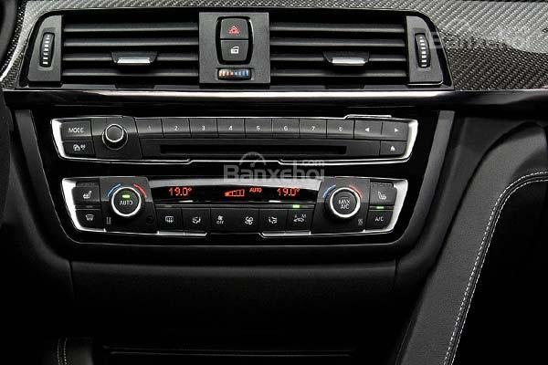 Đánh giá xe BMW M4 Competition Package 2016 phần tiện ích 3.