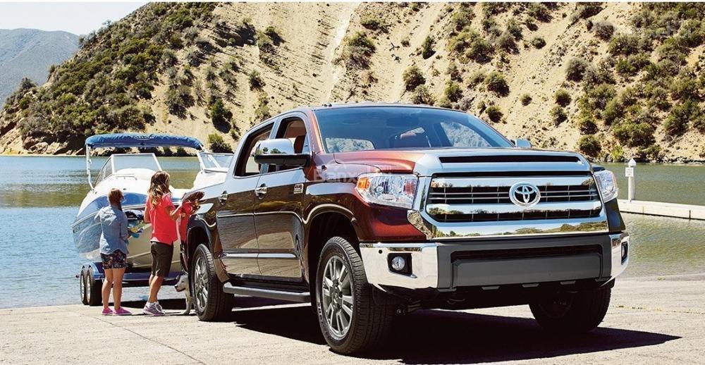 Sức kéo tối đa của Toyota Tundra 2016 đi kèm với động cơ V8 5,7 lít là 4.763kg.