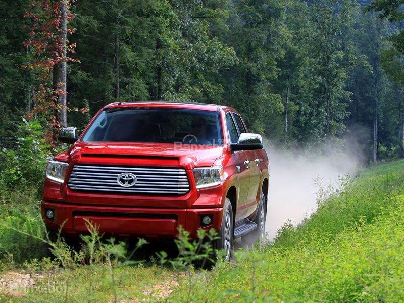 Toyota Tundra 2016 sở hữu bình nhiên liệu 38 gallon (144 lít) tiêu chuẩn.