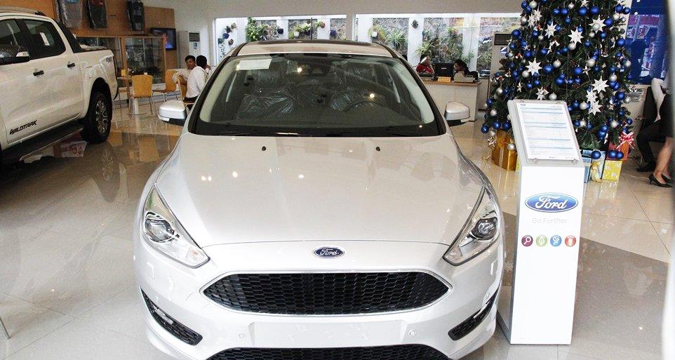Đánh giá xe Ford Focus 2016 phần đầu 1.