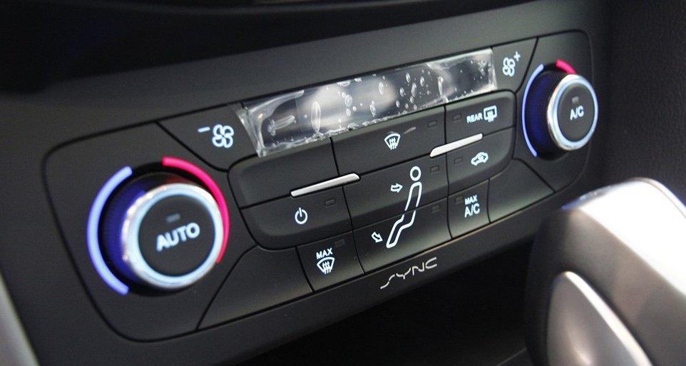 Đánh giá xe Ford Focus 2016 phần tiện ích 3.