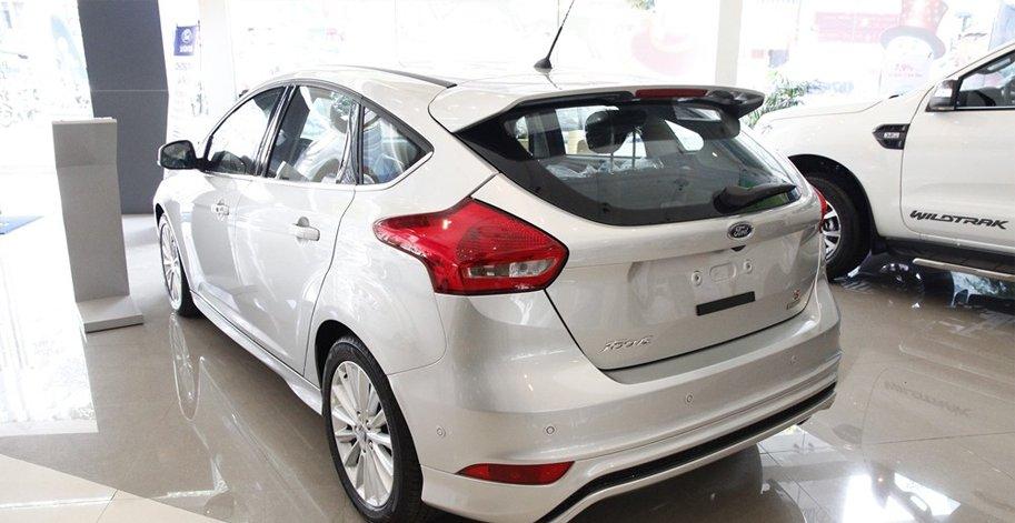 Đánh giá xe Ford Focus 2016 phần đuôi 2.