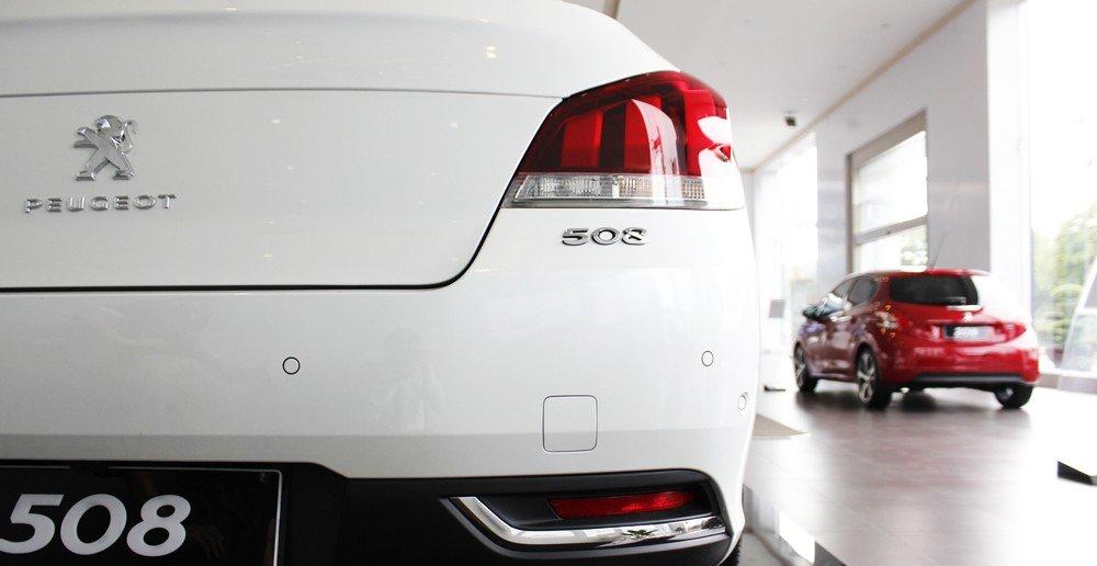 Đánh giá xe Peugeot 508 2015 phần đuôi 2.