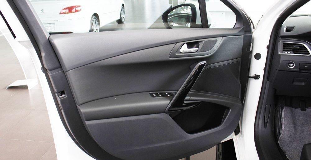 Đánh giá xe Peugeot 508 2015 phần nội thất 4.