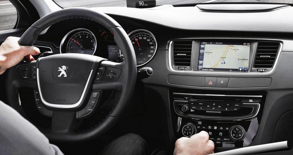 Đánh giá xe Peugeot 508 2015 phần giải trí 1.