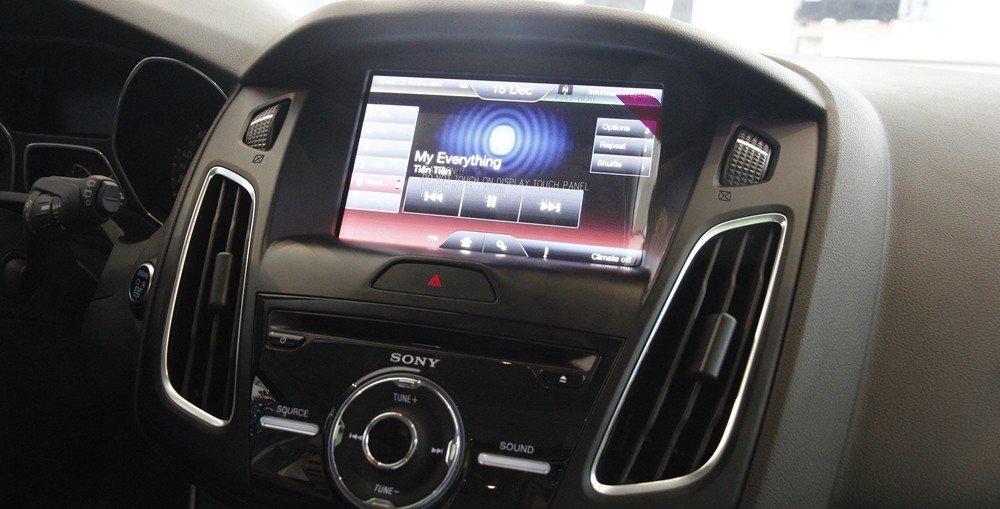 Ford Focus cũng tỏ ra không hề thua kém khi sở hữu những công nghệ thông minh vẫn có trên các dòng xe cao cấp.