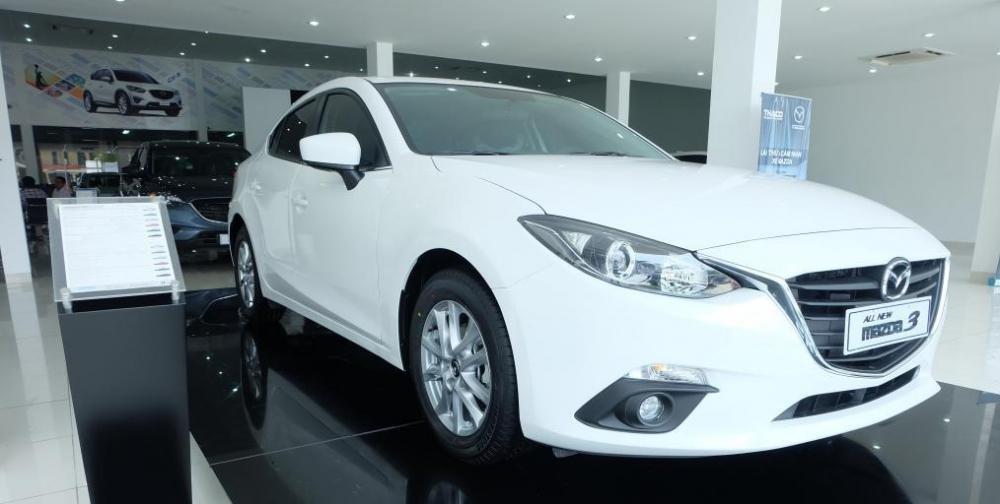 Mazda 3 2015 sở hữu thiết kế lịch lãm, trẻ trung.