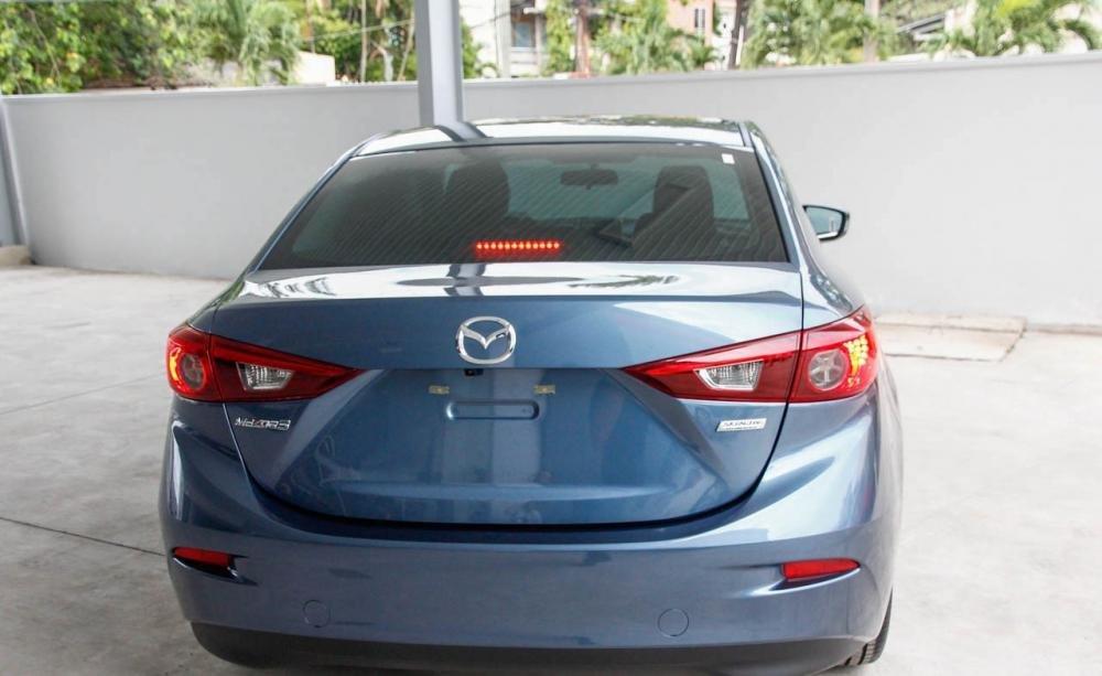 Đuôi xe Mazda 3 2015.