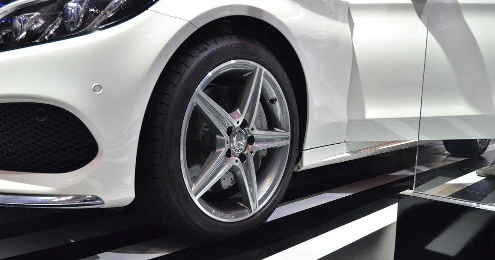 Đánh giá xe Mercedes-Benz C300 AMG 2015 phần thân