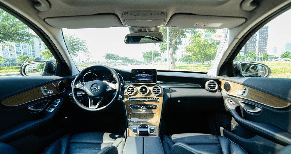 Đánh giá xe Mercedes-Benz C-Class 2015 phần nội thất 1.