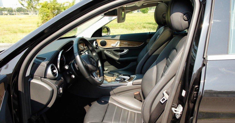 Đánh giá xe Mercedes-Benz C-Class 2015 phần nội thất 4.