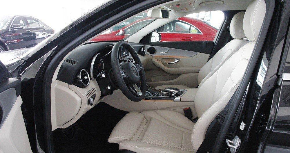 Đánh giá xe Mercedes-Benz C-Class 2015 phần nội thất 7.