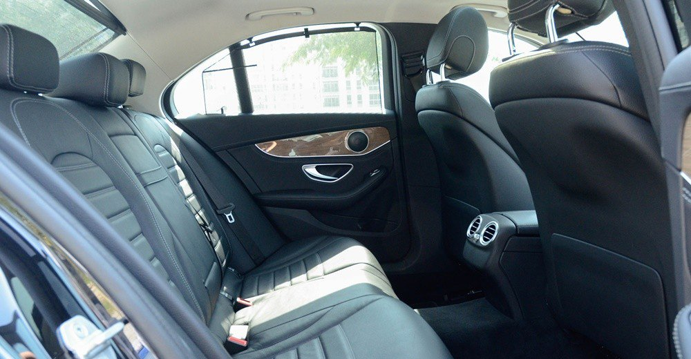 Đánh giá xe Mercedes-Benz C-Class 2015 phần nội thất 6.