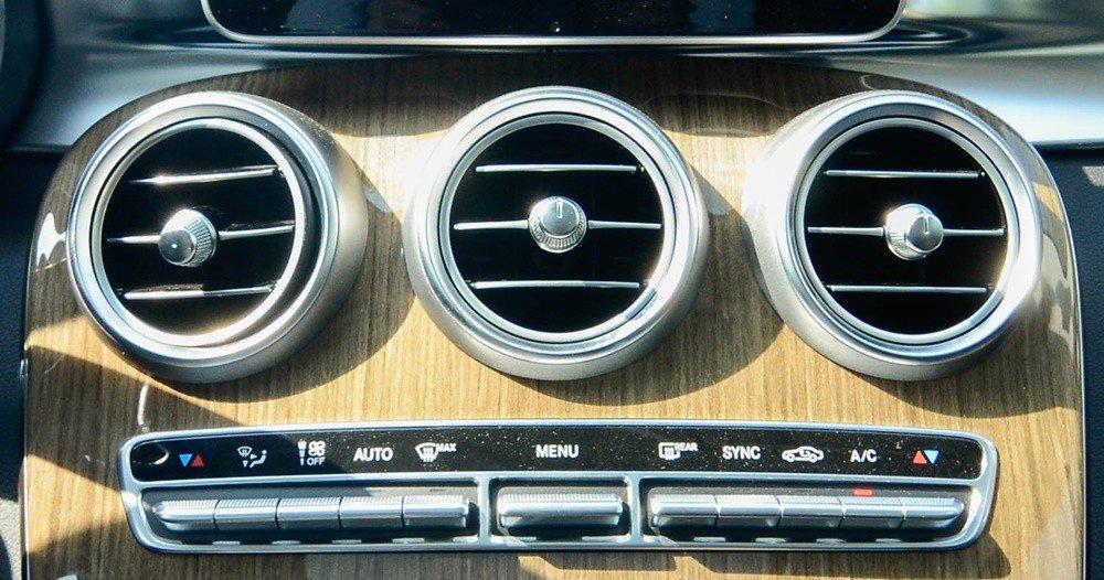 Đánh giá xe Mercedes-Benz C-Class 2015 phần tiện nghi 2.
