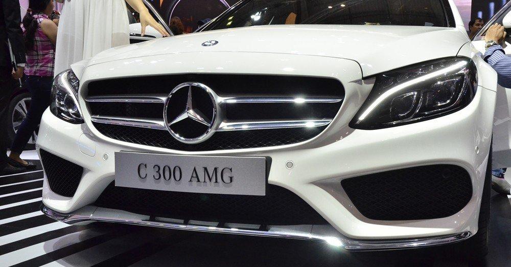Đánh giá xe Mercedes-Benz C-class 2015 phần đầu 7.