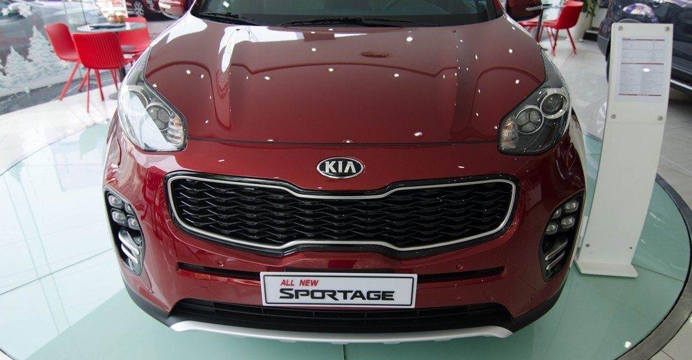 Kia Sportage 2016 sở hữu lưới tản nhiệt hình mũi hổ đặc trưng.