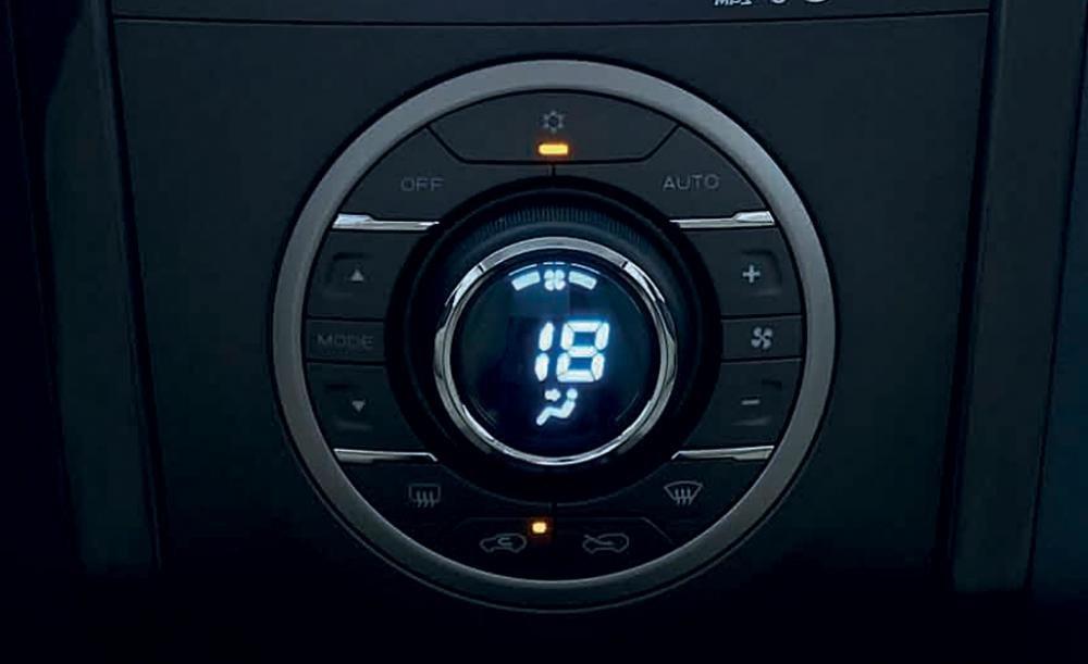 Đánh giá xe Chevrolet Colorado 2015 phần tiện nghi 2.