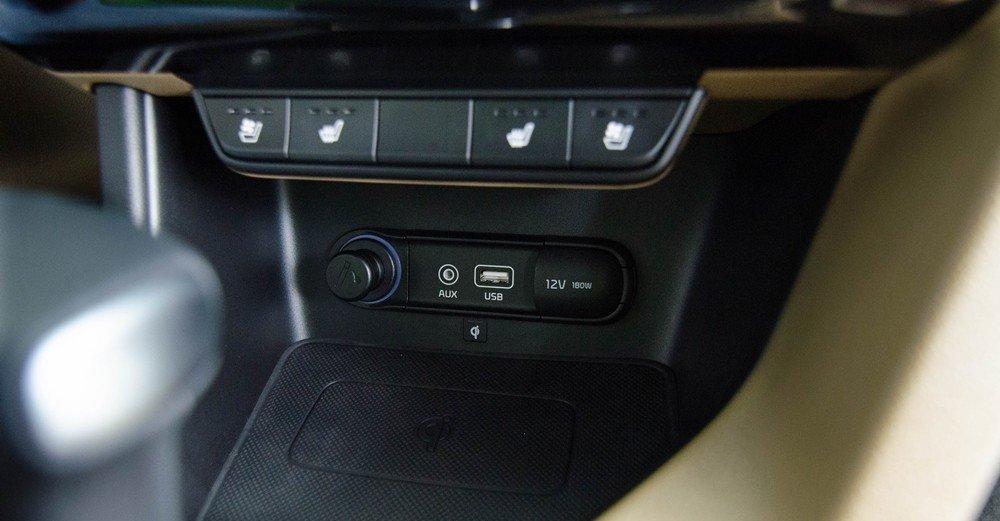 Kia Sportage 2016 sở hữu nhiều trang bị nghe nhìn hiện đại.