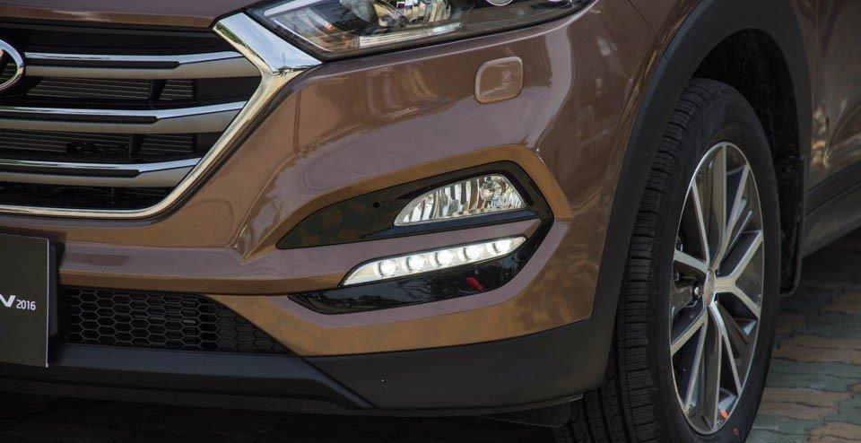 Hyundai Tucson 2016 có đèn xương mù viền LED độc đáo.