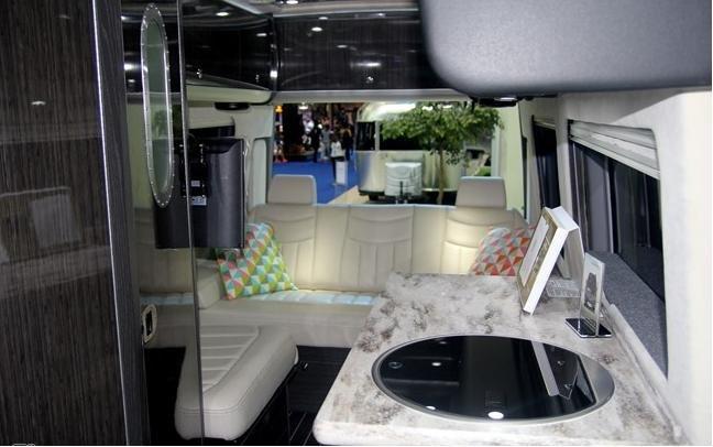Xe nhà du lịch của Mercedes-Benz thích hợp cho những chuyến du lịch gia đình