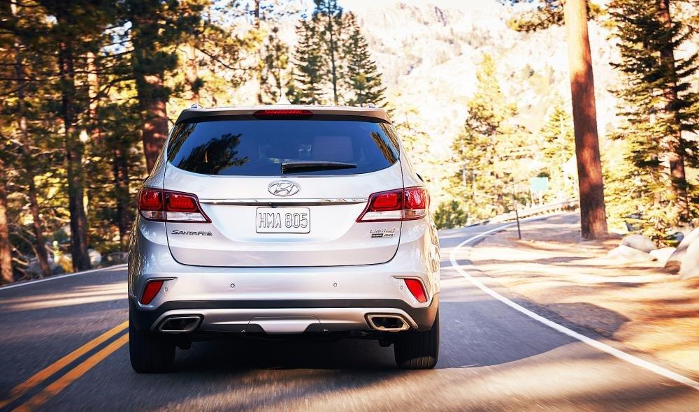 Đánh giá xe Hyundai SantaFe 2017 phần đuôi 1