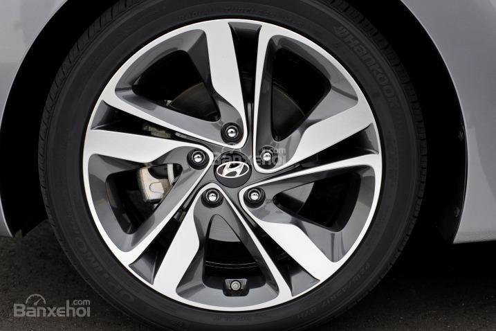 Đánh giá xe Hyundai Elantra 2016 phần thân 3.